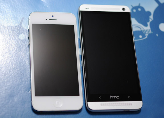 iPhone-5-vs-HTC-one-5