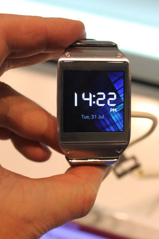 galaxy-gear-russia-34