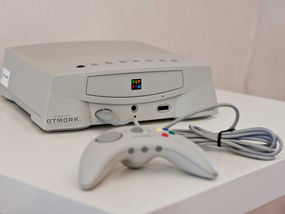 the-pippin-manufactured-by-bandai-was-apples-first-stab-at-a-gaming-console-it-sold-only-42000-units-before-being-discontinued-in-1997-a-year-after-its-release