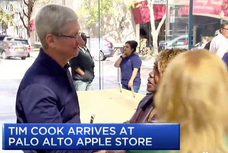 tim-cook-apple-store-1
