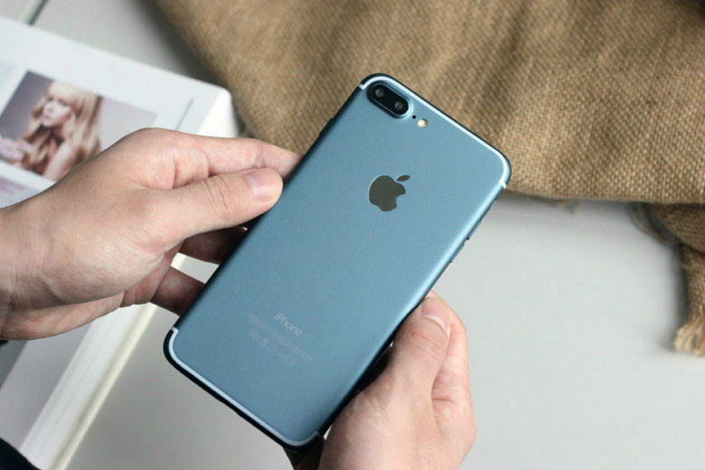 iPhone-7-deep-blue-1