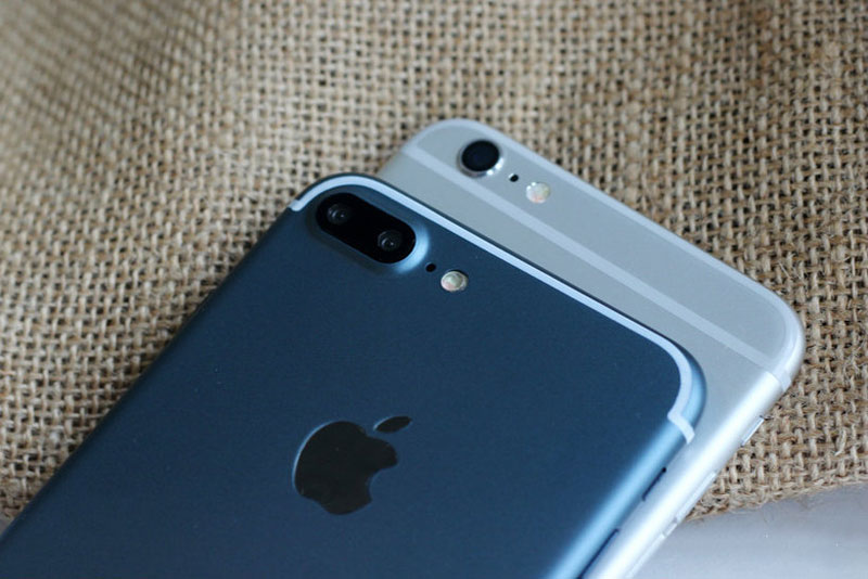 iPhone-7-deep-blue-5