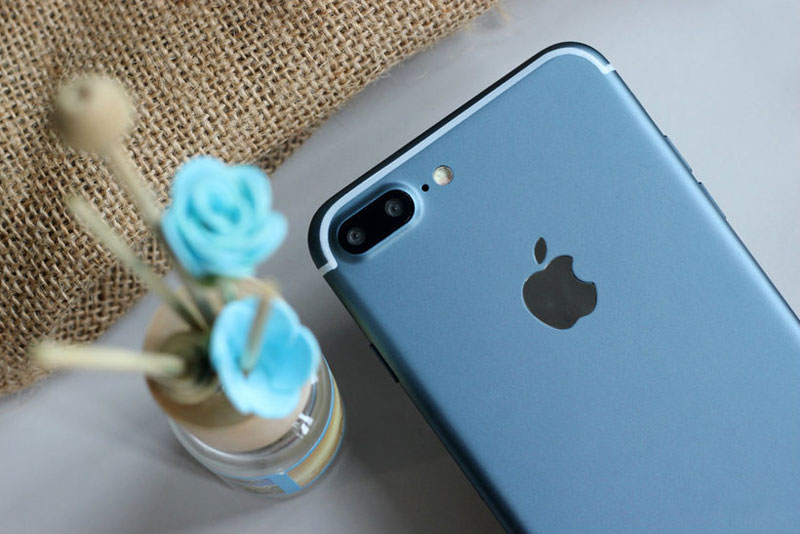 iPhone-7-deep-blue-7