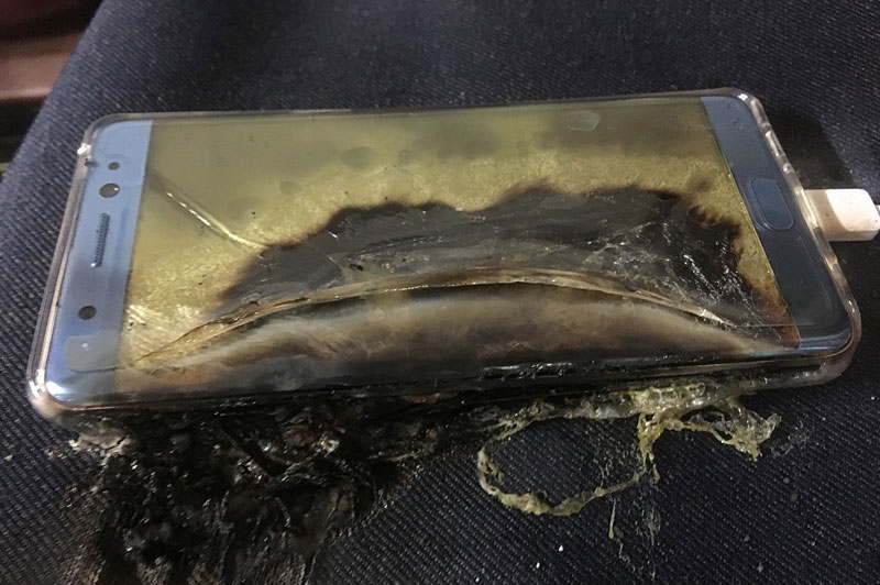 explosive-start-for-samsung-galaxy-note-7-more-phones-catch-fire-while-1